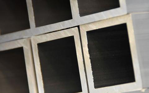 Tubes carrés aluminium